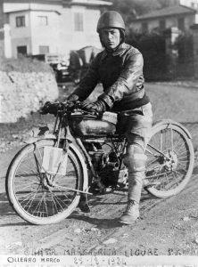Marco Ollearo, primo classificato al circuito di Santa Margherita Ligure nel 1924 con la Ollearo bicarburatore