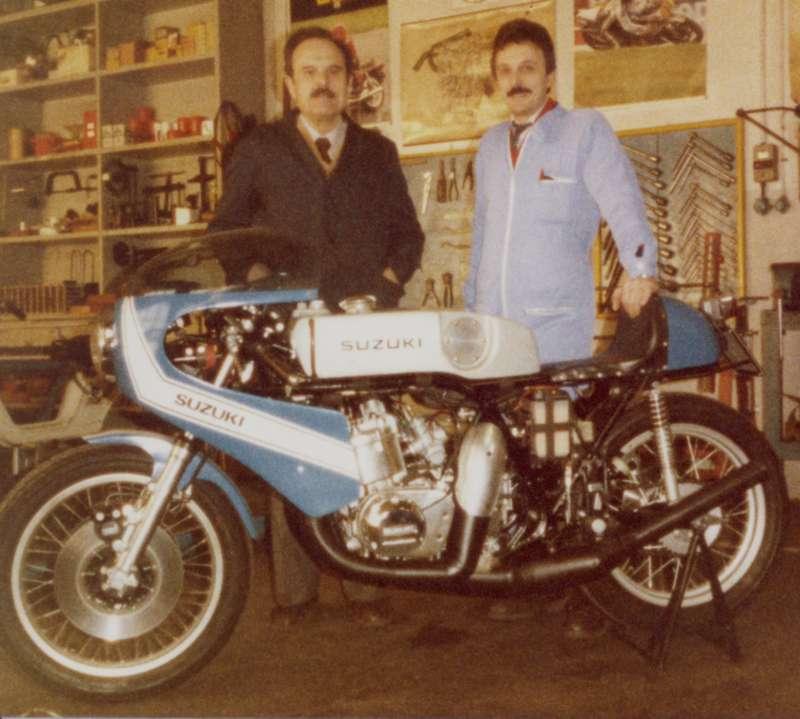 Roberto e Silvio Ollearo con un Suzuki 750 preparato